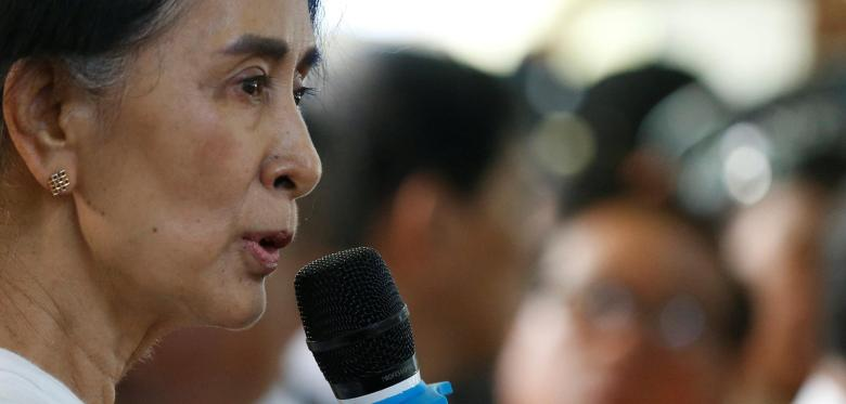 Myanmar-State-Counselor-Aung-San-Suu-Kyi-gives-a-memorial-speech-for-Aung-Shwe